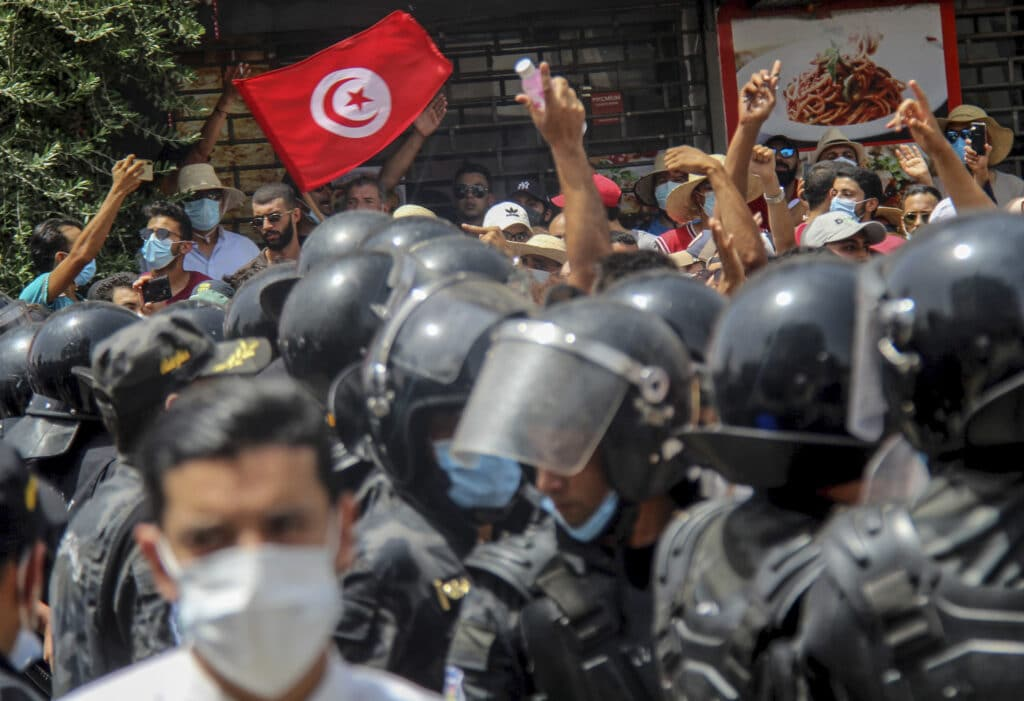 Tunisia: A Political Coexistence Infected by Covid, Economy